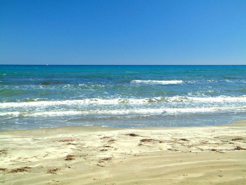 Ladysmile_beach_lemesos